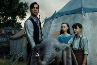 Dumbo Colin Farrell als Holt Farrier, Nico Parker als Milly Farrier, Finley Hobbins als Joe Farrier SRF/Disney Enterprises, Inc