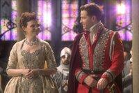 Mary Margaret Blanchard/Snow White (Ginnifer Goodwin), David Nolan/Prinz Charming (Josh Dallas)