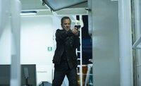 Audrey ist tot. Nachdem er erst zusammengebrochen ist, dreht Jack (Kiefer Sutherland) durch. Blind vor Wut bahnt er sich einen Weg durch das Schiff, um Cheng aufzuhalten ...