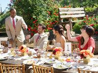 Coach (Damon Wayans Jr., l.), Nick (Jake Johnson, 2.v.l.), Cece (Hannah Simone, 2.v.r.) und Jess (Zooey Deschanel, r.) versuchen, einen Weg zu finden, damit Schmidt doch noch an der Hochzeitsfeier teilnehmen kann ...