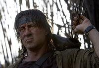 Rambo (Sylvester Stallone) macht kurzen Prozess ...