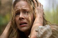 Gerät in die Hände einer Rebellenarmee: Missionarin Sarah (Julie Benz) ...