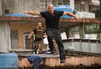 Kann Toretto (Vin Diesel, r.) Hobbs (Dwayne Johnson, l.) erneut entkommen?