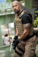 Der furchtlose FBI-Agent Luke Hobbs (Dwayne Johnson) ist den professionellen Verbrechern dicht auf den Fersen ...