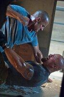 In Rio De Janeiro treffen Toretto (Vin Diesel, l.) und Hobbs (Dwayne Johnson, r.) aufeinander ...