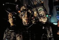 Die Borg reisen in die Vergangenheit, um die Menschheit daran zu hindern, jemals in die Tiefen des Weltraums vordringen zu können und eine mächtige Planetenkonföderation zu gründen ...