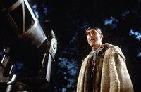 Als der geniale Ingenieur Zefram Cochrane (James Cromwell) einen Antrieb erfindet, der das Reisen mit Überlichtgeschwindigkeit ermöglicht, ebnet er damit den Weg für die Menschheit, die unendlichen Weiten des Weltraums zu erkunden - eine Tatsache, die die Borg mit einer Reise in die Vergangenheit verhindern wollen ...