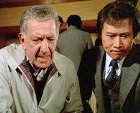Quincy (Jack Klugman, l.) und Nishimura (John Fujioka) ermitteln gemeinsam gegen die japanische Mafia.