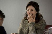 Hanne (Iris Berben) erfährt 'süße' Neuigkeiten von Sohn Tim (Trystan Pütter).