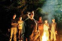 v.l.n.r.: Harry (James Burrows), Ricky (Tom Gill), Brett (Jack O'Connell, Vordergrund); Mark (Jumayn Hunter), Paige (Finn Atkins) und Cooper (Thomas Turgoose) machen Steve und Jenny das Leben zur Hölle.