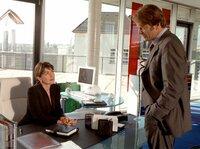 Evas (Anja Kruse) neuer Chef Paul Bergmann (Alexander Strobele) macht Schwierigkeiten.