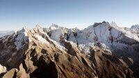 Schneebedeckte Gipfel in den peruanischen Anden, Huascaran Nationalpark.