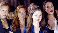 V.l.: Aubrey (Anna Camp), Lilly (Hana Mae Lee), Chloe (Brittany Snow), Beca (Anna Kendrick) und Stacie (Alexis Knapp) hoffen, als Sieger aus dem Gesangscontest vorzugehen.