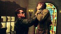 Ein Terminator (Arnold Schwarzenegger, l.) trifft durch den Zeittunnel ein. Seine Mission: John Connor (Nick Stahl) zu schützen...