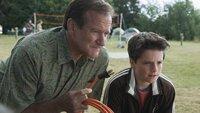 Bob Munro (Robin Williams, li.) und Carl (Josh Hutcherson) versuchen eines von vielen Problemen zu lösen.