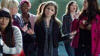 """Beca (Anna Kendrick, M.) steht zur ihrem Fehler und kehrt zu den """"Barden Bellas"""" zurück."""