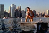 Der australische Naturbursche Mick Dundee (Paul Hogan) hat sich auch in New York seine unverwechselbare Art bewahrt ...