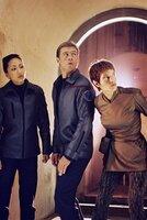 L-R: Ensign Sato (Linda Park), Chief Engineer Tucker (Connor Trinneer) und T'Pol (Jolene Blalock)