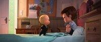 """""""The Boss Baby"""", Für den siebenjährigen Tim stürzt die Welt zusammen: Seine Eltern haben ein Boss-Baby bekommen! Tims Brüderchen kommt im Anzug und mit Aktentasche unterm Ärmchen mit dem Taxi angerauscht. Seither haben Mom und Dad keine Zeit mehr für Tim. Hinter deren Rücken eröffnet das Baby als abgebrühter Geschäftsmann den erbitterten Kampf um die Vorherrschaft im Kinderzimmer. Erst der Plan, die Zuneigung der Eltern nicht an süße Hundewelpen zu verlieren, eint die Brüder auf einer turbulenten Geheimmission.  SENDUNG: ORF eins - FR - 25.12.2020 - 14:05 UHR. - Veroeffentlichung fuer Pressezwecke honorarfrei ausschliesslich im Zusammenhang mit oben genannter Sendung oder Veranstaltung des ORF bei Urhebernennung."""