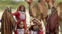 Frauen und Mädchen auf der Kamelmesse.