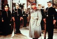 ARD DER HAUPTMANN VON KÖPENICK, Deutschland 1956, Regie Helmut Käutner, am Dienstag (31.12.13) um 13:10 Uhr im Ersten. Wilhelm Voigt (Heinz Rühmann, 3. v. re.) hat mit zwei Gefreiten und 14 Mann das Rathaus von Köpenick besetzt.