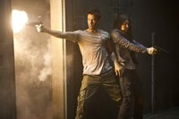 Ist Douglas (Colin Farrell, l.) ein übergelaufener Top-Agent, der mit der Rebellenkämpferin Melina (Jessica Biel, r.) gemeinsam gegen den skrupellosen Machthaber Cohaagen kämpft oder ist alles nur ein Traum?