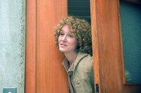 Fiona (Anaïs Demoustier), Philippes Frau, taucht nicht nur im Büro des Kommissars auf, sondern wird auch in Fugains zahlreichen Erinnerungen lebendig.