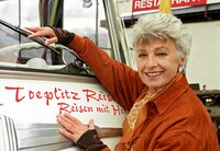 Marianne Toeplitz (Nicole Heesters) leitet ein traditionsreiches kleines Busunternehmen. Aber nach einem Streit mit ihrer Tochter bricht sie kurzentschlossen nach Italien auf.