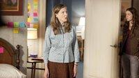 Veronica (Annette O'Toole, l.) und Emily Lightman (Hayley McFarland)