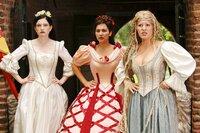 Diese Prinzen sind doch alle gleich: Weiberhelden, wie sie im Buche stehen! Das ist in der Märchenwelt auch nicht anders. Aber mit Rapunzel, Dornröschen und Schneewittchen gleichzeitig? Das kann ja nur schief gehen ... v.l.n.r. Shirin Soraya, Emily Wood, Nina Vorbrodt