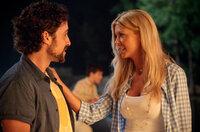 Nach 13 Jahren trifft Kevin (Thomas Ian Nicholas, l.) seine alte Schulfreundin Vicky (Tara Reid, r.) wieder und wacht nach einer spektakulären Nacht ohne Erinnerungen neben ihr auf ...