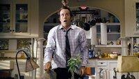 Dave Seville (Jason Lee) begegnet einem ungewöhnlichen Hausbesucher, der sich auf seinem Kopf niederlässt.