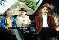 MDR Fernsehen DIE MÄDELS VOM IMMENHOF, am Montag (20.08.12) um 20:15 Uhr. Dick (Angelika Meissner) und ihre Schwester Dalli (Heidi Brühl, re.) sind enttäuscht von ihrem Cousin.