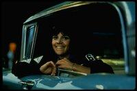 Laurie (Cindy Williams), die Schwester von Curt, ist beim abendlichen Treffen der vier Freunde auch mit von der Partie.