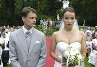 Die Braut, die sich nicht traut: Isabell (Julia Koschitz) kann Kurt (Vincent Kastner) einfach nicht das Ja-Wort geben...