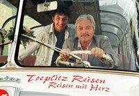 Liebe ist unsterblich: Giuseppe (Juraj Kukura, rechts) und sein Enkel Lucca (Giuliano Vitucci) kommen nach Deutschland, wo die Frauen leben, die sie lieben!