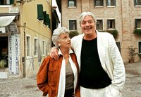 Marianne (Nicole Heesters) und ihre große Jugendliebe Giuseppe (Juraj Kukura) erinnern sich im malerischen Rimini an alte Zeiten.