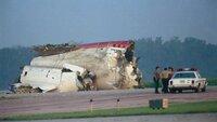 Nach einer Triebwerksexplosion des United Airlines Flug UA232 gelang es den Piloten des Fluges die Maschine mit nur zwei Triebwerken und ohne intaktes Steuerungssystem notzulanden. (Foto: 19.07.1989, Sioux City Gateway Airport)
