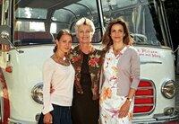 Sie spielen die Heldinnen des romantisch-heiteren Films, von links: Vanessa Berthold (Rolle: Nellie), Nicole Heesters (Rolle: Marianne Toeplitz) und Rebecca Immanuel (Rolle: Susanne).