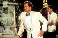 Linus Larrabee kleiner Bruders David (Greg Kinnear) entwickelt kurz vor seiner Hochzeit romantische Gefühle für die Chauffeurstochter Sabrina.