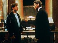 Linus (Harrison Ford, re.) und sein kleiner Bruder David (Greg Kinnear) sind in die selbe Frau verliebt.