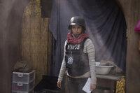 Die Reporterin Kim Baker (Tina Fey) möchte ihrem Alltag entfliehen und reist für die Kriegsberichterstattung nach Kabul. Doch schon bald muss sie erkennen, dass das Leben dort alles andere als einfach ist ...