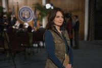 Die Journalistin Kim Baker (Tina Fey) möchte ihrem langweiligen Leben in New York entfliegen und lässt sich nach Afghanistan als Kriegsreporterin versetzten. Doch wird sie das harte Leben dort wirklich meistern?