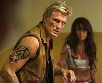 L-R: Joe (Dolph Lundgren) und Venus (Melissa Molinaro)