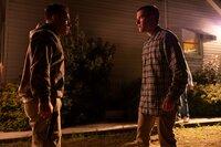 Alte Gefühle bringen Devin und Stefan an die Grenzen ihrer Freundschaft, bis einer der beiden die Kontrolle verliert.