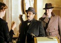 v.li.: Hercule Poirot (David Suchet), Captain Hastings (Hugh Fraser).