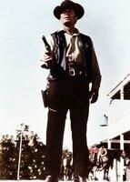 Jason McCullough (James Garner) verschafft sich als neuer Sheriff in der Goldgräberstadt Calendar rasch Respekt.