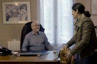 Viele von Jean-Pauls Patienten machen sich Sorgen. Wird man ihnen noch genauso geduldig und aufmerksam zuhören, wenn der Doktor nicht mehr da ist? Sie befürchten, dass der kommerzielle Aspekt der ärztlichen Behandlung in den Vordergrund rückt.