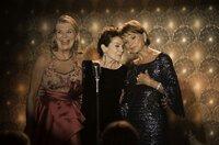Die drei Freundinnen Helga (Jutta Speidel), Kiki (Hannelore Elsner) und Marie (Uschi Glas) eröffnen gemeinsam ein Tanzcafé. Dies gibt dem zerstritten Trio neue Energie und den Glauben an die Liebe zurück.