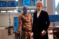 Jorj (Oliver Lansley) und The Doctor (Peter Capaldi, r)